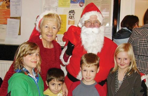 Cynthia, Santa and kids